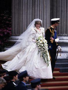 La robe spectaculaire de Lady Diana mariage