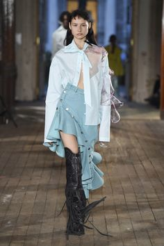 Neith Nyer at Paris Fashion Week Spring 2018 - Runway Photos Fashion Images, Fashion Details, Fashion News, Fashion Show, Fashion Brands, Fashion Design, Quirky Fashion, Boho Fashion, Fashion Outfits