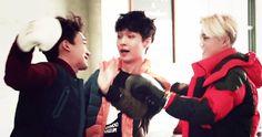 """""""hajima, hajima~"""" hehe Yixing trying to break up Jongdae & Joonmyun"""