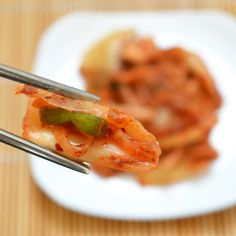 How To Make Easy Kimchi at Home. Cooking Lessons from The Kitchn. Kimchi making (there are over a hundred different kinds!) but this simple kimchi, recipe has been a great place to start. My Favorite Food, Favorite Recipes, Korean Dishes, Korean Food, Vietnamese Food, Napa Cabbage, Fermented Foods, Fermented Cabbage, Probiotic Foods
