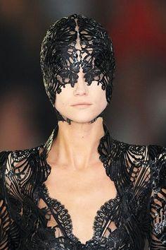 Details of Alexander McQueen Spring 2012 Collection Cl Fashion, Dark Fashion, Fashion Details, Couture Fashion, Fashion Show, Fashion Design, Gothic Fashion, Alexander Mcqueen, Mcqueen 3