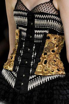 Alexander McQueen at Paris Fashion Week Spring 2013 - Details Runway Photos Couture Fashion, Runway Fashion, High Fashion, Fashion Show, Womens Fashion, Fashion Trends, Alexander Mcqueen, Estilo Fashion, Ideias Fashion