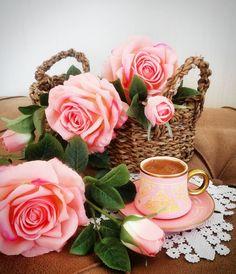 Este posibil ca imaginea să conţină: floare şi plantă Coffee Time, Morning Coffee, Good Morning, Teacup Flowers, Pretty Phone Wallpaper, Montage Photo, Creative Design, Tea Cups, Creations