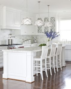 Kitchen Interior Remodeling These gorgeous white kitchen ideas range from modern to farmhouse and all in… - A gorgeous collection of white kitchen ideas in farmhouse style, coastal, modern and more. Design tips to get the perfect white kitchen. Kitchen Cabinet Colors, White Kitchen Cabinets, Painting Kitchen Cabinets, Kitchen Colors, Kitchen White, Kitchen Backsplash, Kitchen Paint, Backsplash Design, Glass Cabinets