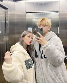 """ me and you , you and me , we are happy family "" Ulzzang Couple, Ulzzang Girl, Korean Couple, Korean Girl, Kim Sun, Girls Mirror, Korea Boy, Fotos Goals, Just Style"