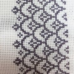 1 million+ Stunning Free Images to Use Anywhere Cross Stitch Boarders, Cross Stitch Patterns, Palestinian Embroidery, Free To Use Images, Cross Stitch Embroidery, Diy And Crafts, Blanket, Crochet, Center Table