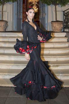 flamencuraweb.com | Mario Gallardo, presentación We Love Flamenco 2017 Elegant Dresses, Pretty Dresses, Beautiful Dresses, Casual Dresses, Fashion Dresses, Flamenco Costume, Flamenco Dancers, Flamenco Dresses, Spanish Costume