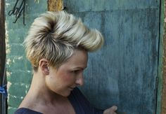 Punk Pixie Hairstyle with Faux-Hawk. I still think these are kind of cute. Funky Haircuts, Cute Pixie Haircuts, Pixie Hairstyles, Short Hairstyles For Women, Cute Hairstyles, Cut My Hair, New Hair, Hair Cuts, Mohawks