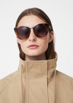 Óculos de sol retro tartaruga (chocolate): MANGO (19,99€)
