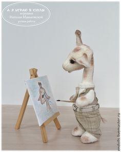 Купить Влюбленный Жерар - бежевый, жираф, жирафы, художник, мольберт, картина, рисую, рисует