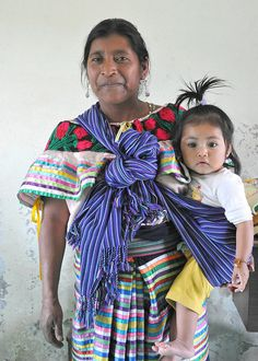 A Maya mother with her daughter in the highlands of Chiapas. Mexico  © Thomas Aleto