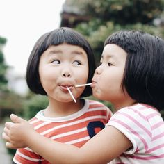Akira Oozawa Documents The Playful Adventures Of His Twin Daughters | iGNANT.de