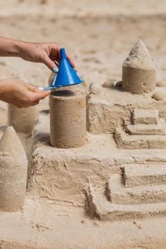 How to Build a Better Sandcastle Beach Vacation Tips, Beach Trip, Beach Picnic, Beach Fun, Beach Sand Crafts, Beach Sand Castles, Deception Island, Beach Cart, Beach Basket