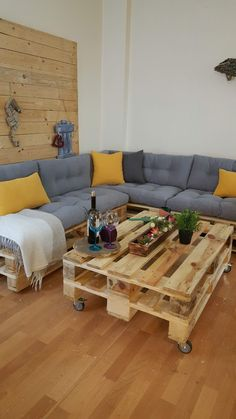 Pallet Furniture Outdoor Couch, Pallet Seating, Sweet Home, Sofa, Living Room, Outdoor Decor, Table, Furniture Ideas, Design