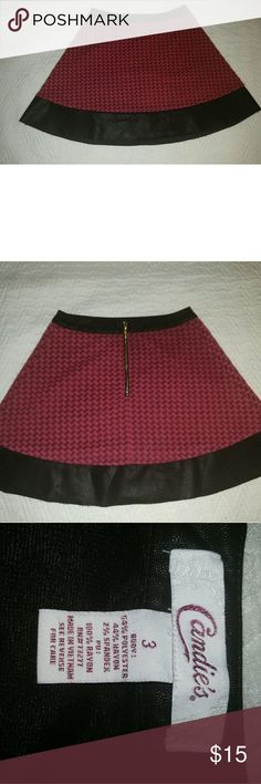 Candies Pink and Black Mini Skirt Size 3 Candies, Size 3 Mini Skirt Faux Black Leather Waist and Trim Pink Houndstooth Measurements are Approximate: Waist 25 Length 15.5 Candie's Skirts Mini