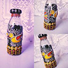 Madubani mural glassware #glassbottle #recycleddecor #anukritiarts #madhubaniart #colourful #instaart #homedecor #handmade