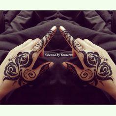 Rosy rose henna Mehendi, Mehandi Henna, Tattoo Henna, Henna Tattoo Designs, Mehndi Art, Mandala Tattoo, Eid Henna, Rose Mehndi Designs, Arabic Henna Designs