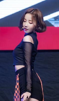 K-Pop Babe Pics – Photos of every single female singer in Korean Pop Music (K-Pop) Cute Korean Girl, South Korean Girls, Korean Girl Groups, Pretty Asian, Beautiful Asian Girls, Brown Blonde Hair, Korean Star, Sexy Poses, Rosacea