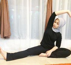 Video Hijab, Beauty Full Girl, Beautiful Hijab, Doraemon, Turban, Tik Tok, Hijab Fashion, Barefoot, Sport