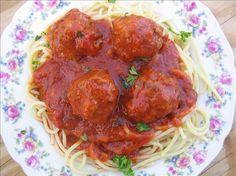 Easy Spaghetti and Meatballs. These are the best meatballs but I bake them at 375 before putting them in the sauce. My Recipes, Beef Recipes, Dinner Recipes, Cooking Recipes, Favorite Recipes, Cooking Ideas, Dinner Ideas, Recipies, Italian Dishes