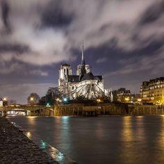 Saúl Aguilar sur Instagram: Paris la nuit  . Follow @thebestdestinations