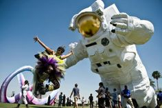 36 feet tall astronaut sculpture installed at coachella by Poetic Kinetics - NetDost.com #PoeticKinetics www.PoeticKinetics.com