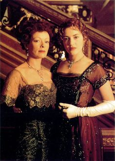 View Frances Fisher and Kate Winslet On Location Of 'Titanic'; Also check out other production stills of Titanic at Movie Talkies Titanic Ship, Titanic Movie, Rms Titanic, Black Dinner Dress, Titanic Costume, Titanic Kate Winslet, Titanic Photos, Frances Fisher, Leo And Kate