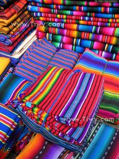 bright colors, strong lines Guatemalan Art, Guatemalan Textiles, Mexican Fabric, Mexican Art, Textile Design, Fabric Design, Boho Home, World Of Color, Red Fabric