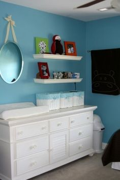 Love the color, shelving and table..
