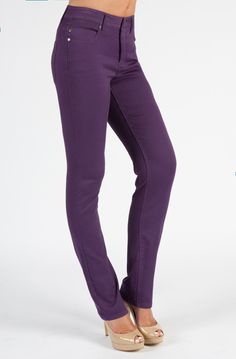 Is it possible for colored jeans to feel like silk on your legs? This Liverpool Abby Skinny is soft and starchy and moves with you. The Abby is a mid-rise style for full coverage in the bac Purple Outfits, Casual Outfits, Cute Outfits, Skinny Pants Outfits, Jeans Pants, Plum Pants, Purple Skinny Jeans, Liverpool Jeans, Colored Pants