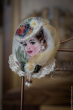ru / Photo # 17 - Interesting brooches and pendants - cherepaha-i Silk Ribbon Embroidery, Embroidery Applique, Cross Stitch Embroidery, Embroidery Patterns, Textile Jewelry, Textile Art, Lesage, Thread Painting, Beaded Brooch