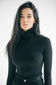 Close up front view of model from the chest up wearing the fitted heavy black rib West End Long Sleeve turtleneck tucked into black denim Look Fashion, Fashion Beauty, Fashion Outfits, Gorgeous Women, Beautiful People, Elegantes Outfit, Brunette Beauty, Long Brunette, Brunette Hair