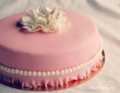 LeivinLiina: Röyhelöinen ristiäiskakku tytölle / Christening Cake for Baby Girl Diy Party, Cake Cookies, Birthday Cake, Desserts, Food, Tailgate Desserts, Birthday Cakes, Deserts, Eten