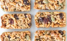 Healthy Granola Bar I made chewy free gingerbread spice granola bars by subbing the puffed rice cereal for gf rice krispies & switching the apple pie spice for gingerbread spice. 25 minutes from start to first bite! Epicure Recipes, Cooking Recipes, Lunch Box Recipes, Easy Dinner Recipes, Easy Snacks, Healthy Snacks, Granola Barre, Healthy Granola Bars, Gluten Free Menu