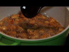 Вкусните пръжки са вторичен продукт от приготвянето на свинската мас. Има вариант, при който може да приготвите пръжки и без да правите свинска мас. Пръжките се използват при направата на солени тестени изделия и качамак. Food Photography, Beans, Vegetables, Recipes, Recipies, Vegetable Recipes, Ripped Recipes, Cooking Recipes, Beans Recipes
