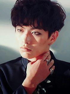 Does anyone work eyeliner better than Lee Minki?
