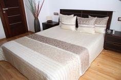 Luksusowa narzuta na łóżko w kolorze beżowym z cappucinowym kwiatowym wzorem