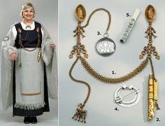 Kalevala Koru - Suomalaista käsityötä jo vuodesta 1937. Meiltä löydät laadukkaat… Norse Clothing, Medieval Clothing, Viking Jewelry, Old Jewelry, Historical Costume, Historical Clothing, Norwegian Vikings, Viking Age, Iron Age