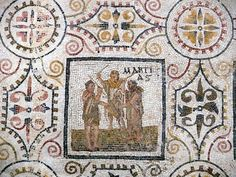 Το ψηφιδωτό με τους μήνες από τον αρχαίο Θύσδρο της Τυνησίας |  τρεις άνδρες χτυπούν ένα δέρμα ζώου, εικόνα που παραπέμπει στα Mamuralia, μια γιορτή που εορταζόταν στα μέσα Μαρτίου.