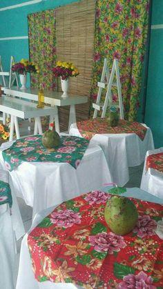 Festa Tropical e Festa Havaiana - Veja + de 110 Ideias Para Você Hawai Party, Aloha Party, Hawaiian Luau Party, Hawaiian Theme, Sweet 16 Decorations, Tropical Party Decorations, Luau Birthday, Birthday Party Themes, Buffet Vegan