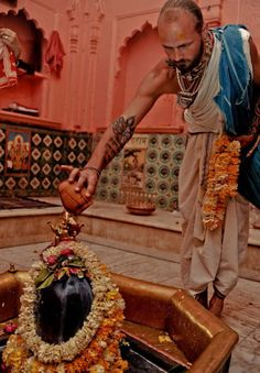 Sri Gopiswar Mahadev. The Gopishvara Mandir (temple) houses Lord Siva in his form of Gopishvara, who appears as a large Shiva Lingam, brown in color during the daytime, and at night, Gopishvara is dressed in sari and appears in his female feature as...