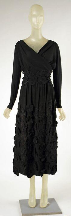 Madeleine Vionnet  (French, Chilleurs-aux-Bois 1876–1975 Paris)    Date:      1918  Culture:      French  Medium:      silk