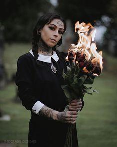 Creepy Photography, Horror Photography, Halloween Photography, Dark Photography, Creative Photography, Photography Poses, Witch Photos, Halloween Photos, Halloween Ideas