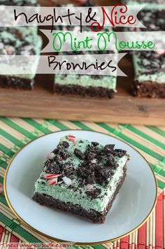 Moist and fudgy dark chocolate brownies, topped with a minty, fluffy cloud of mousse and studded with cookie crumbles & candy cane pieces! Dessert Cake Recipes, Desserts To Make, No Bake Desserts, Dark Chocolate Brownies, Mint Brownies, Yummy Treats, Sweet Treats, Christmas Baking, Christmas Recipes