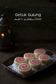 Yummy for your tummy: Getuk Gulung Coconut Recipes, Fruit Recipes, Sweet Recipes, Snack Recipes, Dessert Recipes, Snacks, Indonesian Desserts, Indonesian Cuisine, Asian Desserts