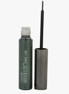 Lakme Absolute Shine Line - Enhance your eyes with just a single stroke. This water-based formulation stabilized with unique thickeners delivers deep color and an intense pearl finish that lasts through the day. Comes with a long handle applicator to create smooth, defined lines.