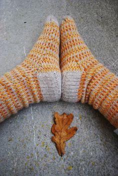 maria carlander: mina mönster Knitting Socks, Hand Knitting, Knit Socks, My Socks, Warm Outfits, Knitting Accessories, Color Patterns, Tartan, Knit Crochet