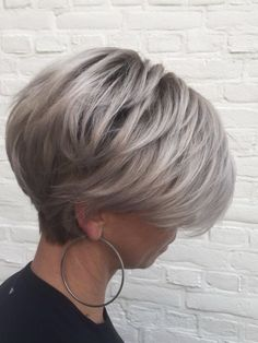 Short Thin Hair, Short Hairstyles For Thick Hair, Haircuts For Fine Hair, Short Hair With Layers, Short Bob Haircuts, Short Hair Cuts For Women, Short Grey Hair, Stylish Hairstyles, 90s Hairstyles