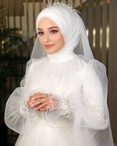 Muslim Wedding Gown, Hijabi Wedding, Wedding Hijab Styles, Muslimah Wedding Dress, Hijab Bride, Antique Wedding Dresses, Fancy Wedding Dresses, Muslim Wedding Dresses, Muslim Brides