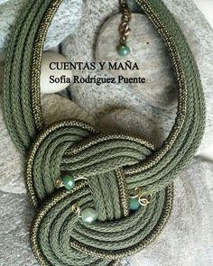Gargantilla nudo de cordón y cristales #cuentasymaña #handmade #collares #madewithlove #nudo #knot #knotjewelry